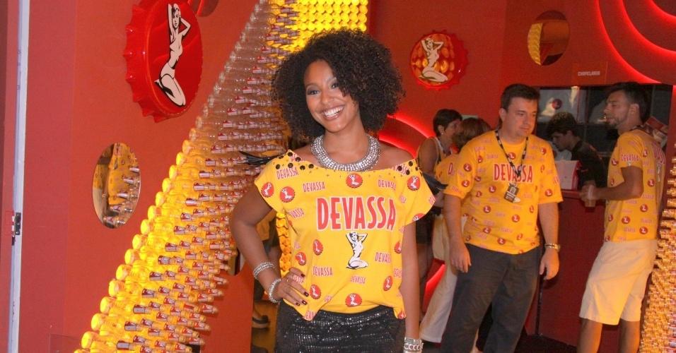 16.fev.2013 - Sheron Menezzes em camarote durante o desfile das campeãs do Carnaval Carioca