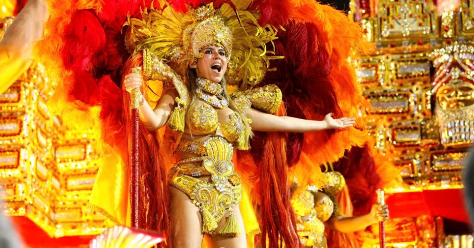 """17.fev.2013 - A Beija-Flor trouxe o luxo para a Sapucaí com o enredo """"Amigo Fiel, do cavalo do amanhecer ao Mangalarga Marchador"""""""