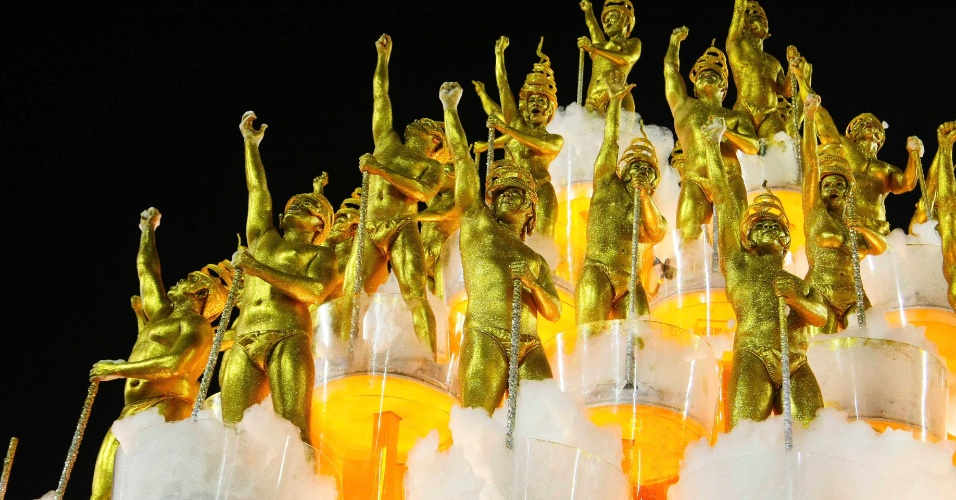 17.fev.2013 - A Unidos da Tijuca homenageou a cultura alemã com seu enredo sobre a mitologia do país e o deus nórdico Thor