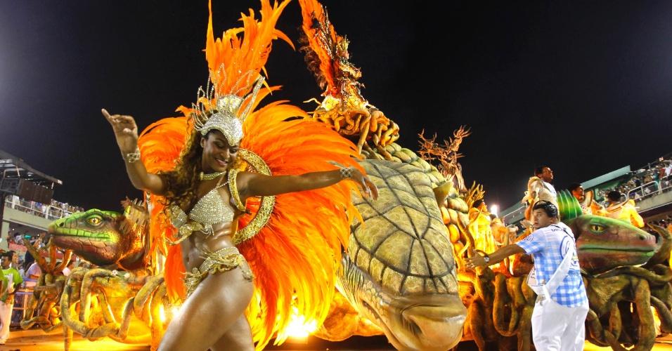 17.fev.2013 - A Vila Isabel venceu o Carnaval do Rio de Janeiro com uma homenagem ao universo caipira do Brasil