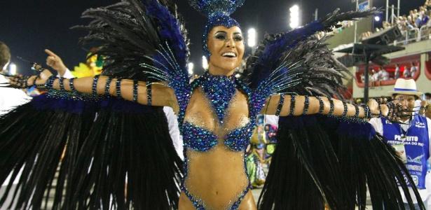Sabrina Sato samba pela Vila Isabel no desfile das campeãs do Carnaval carioca