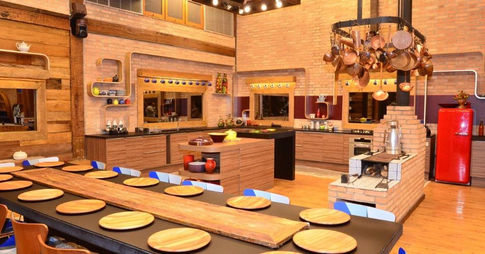 """A cozinha da sede de """"A Fazenda"""" foi pouco modificada para a quinta edição do programa (22/5/12)"""