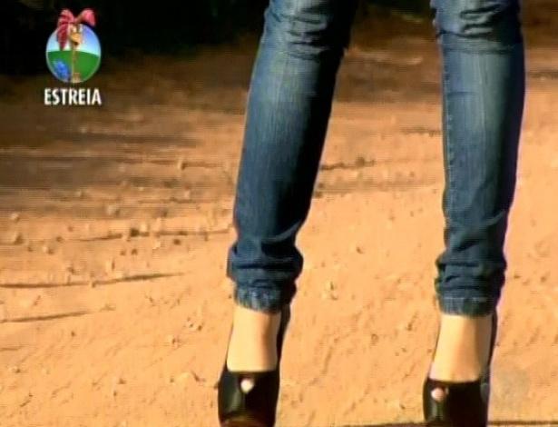 A bailarina Robertha Portella, ex-dançarina do Faustão, chega à Fazenda (29/5/12)