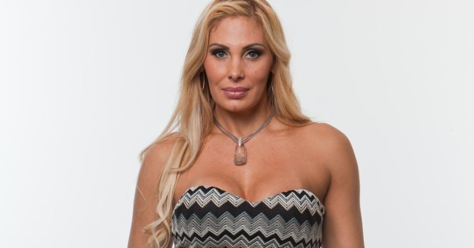 A modelo e apresentadora Angela Bismarchi, 38 anos, conhecida pelas diversas cirurgias plásticas que já fez e pelas dicas de sexo que compartilha com usuários nas redes sociais