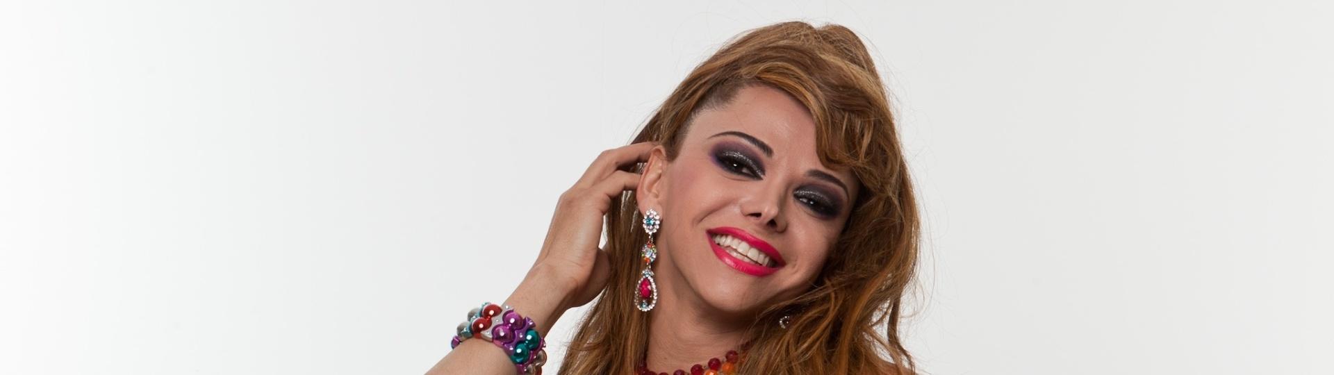Jadson Mendes de Lima, mais conhecido como a drag queen Léo Aquilla, é formado em jornalismo, trabalhou como repórter de TV e se candidatou a deputado estadual por São Paulo em 2010. Tem 41 anos