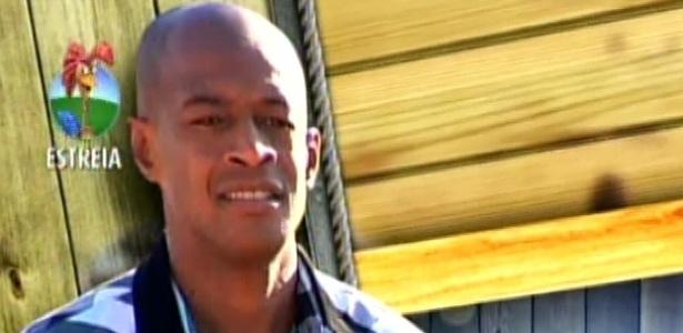 O ator Lui Mendes chega à Fazenda