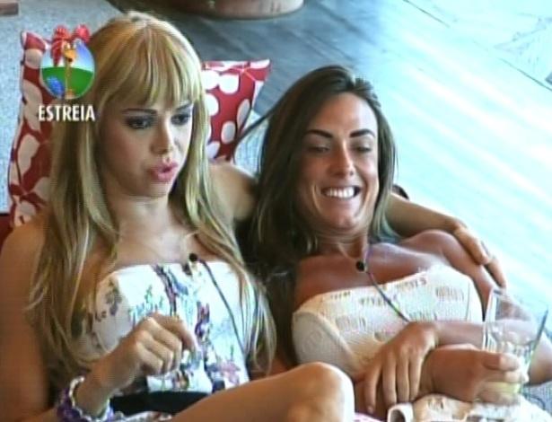 Ao lado de Nicole Bahls, Léo Áquilla fala que não gosta de se sentir sexy porque não é mulher (29/5/12)