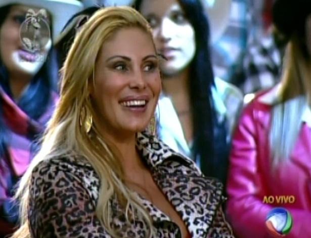 """Ao vivo no palco de """"A Fazenda 5"""", Ângela Bismarchi diz para Britto Jr, que terá que """"achar um canto para se masturbar"""" para aguentar a abstinência sexual (29/5/12)"""