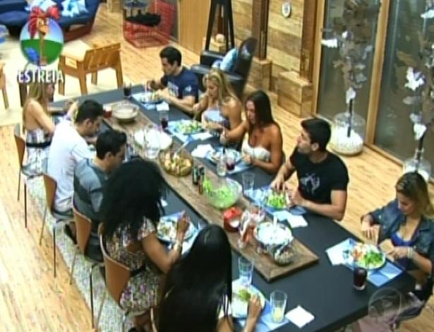 """Partiicpantes se reúnem para almoçar juntos na sede de """"A Fazenda 5"""" (29/5/12)"""