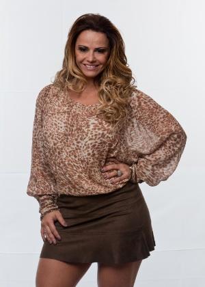 Viviane Araújo é modelo e atriz, tem 37 anos e namora o jogador de futebol Radamés. Rainha de bateria do Salgueiro, já posou nua para revistas masculinas e namorou o cantor Belo por nove anos