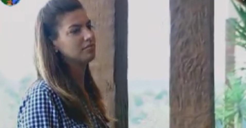 A zootecnista Fernanda chama os peões da sede para aprenderem a cuidar dos bichos e da horta (31/5/12)