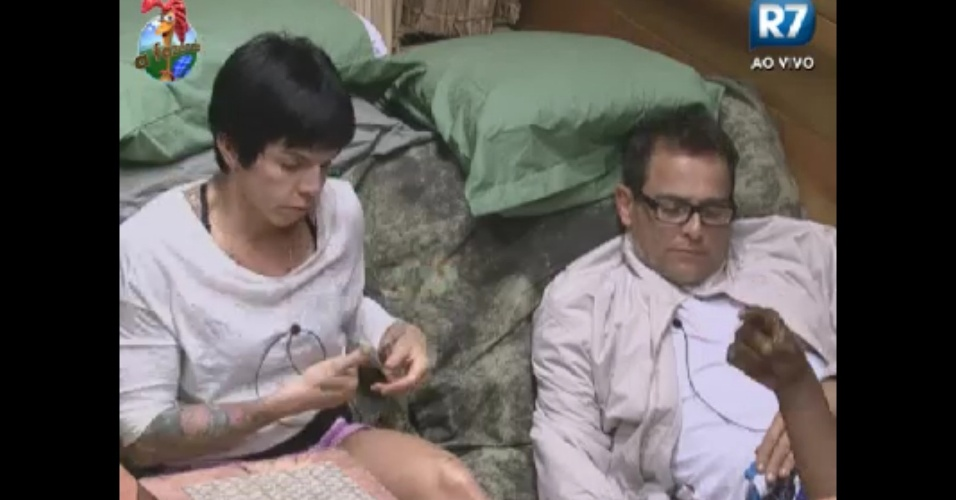 Penépole Nova e Sylvinho Blau Blau conversam no celeiro (31/5/12)