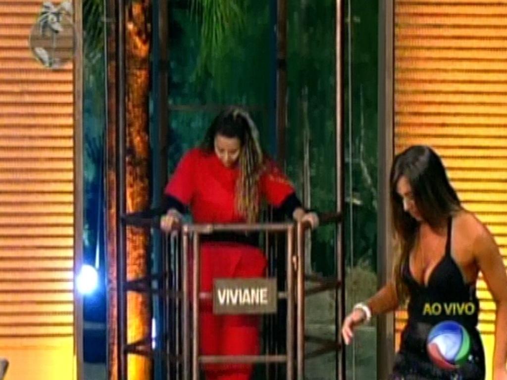 Viviane Araújo continua no celeiro e ainda corre risco de ser eliminada, após voto de Nicole Bahls (30/5/12)