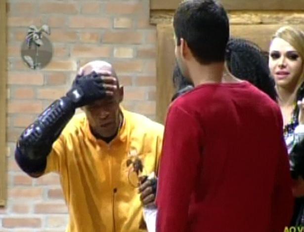 Lui Mendes venceu a prova com atitude polêmica e machucou a cabeça (31/5/12)