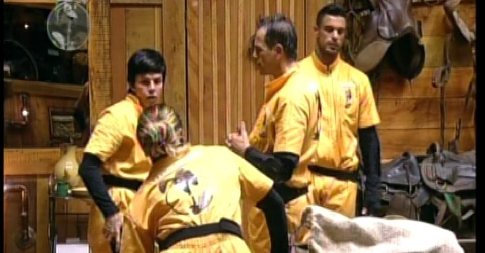 Viviane Araújo, Penélope Nova, Sylvinho Blau Blau e Gustavo Salyer voltam para o celeiro após perderem a prova  (31/5/12)