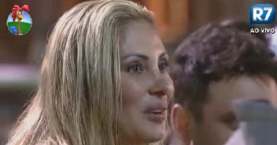 Ângela Bismarchi pergunta a Felipe Folgosi se ele pensou em trair a sua mulher no confinamento (2/6/12)