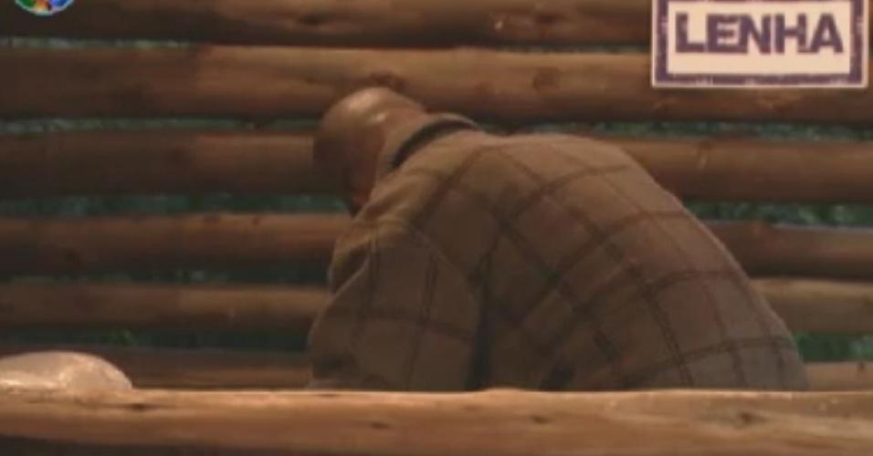 """Ator Lui Mendes foi o primeiro peão a acordar em ITU, sede do reality de """"A Fazenda 5"""" neste sábado (2/6/12)"""