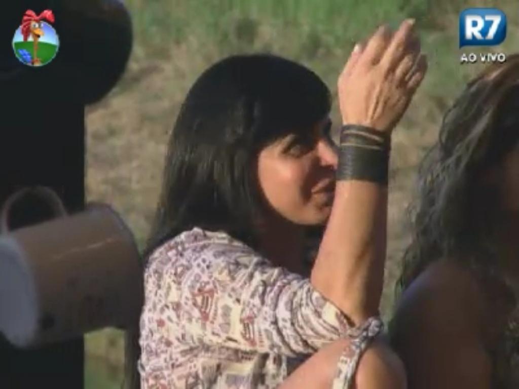 Gretchen conversa sobre Nicole Bahls com peões no celeiro (2/6/12)