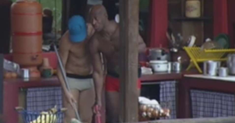 Lui Mendes conversa com Sylvinho Blau-Blau sobre Nicole Bahls (2/6/12)