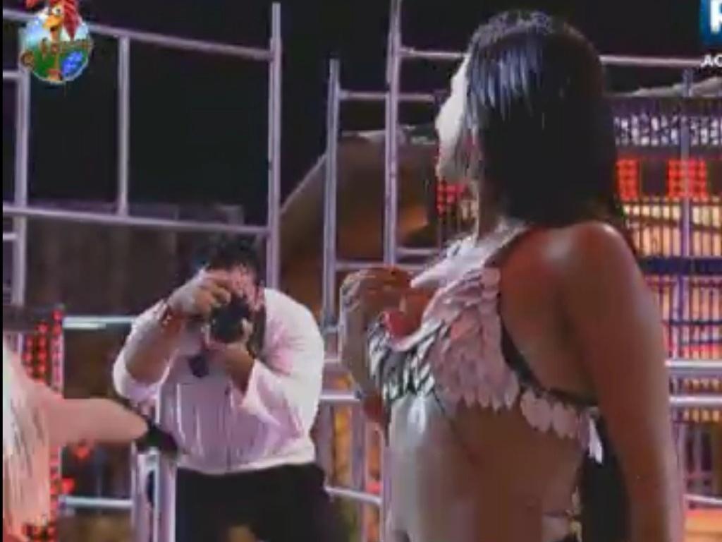 Shayene posa para os cliques de Rodrigo Capella na primeira festa de