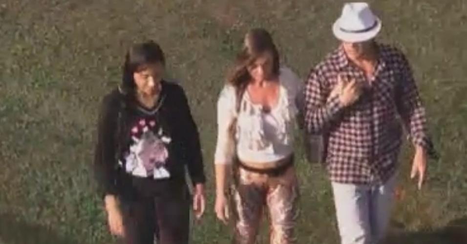 Shayene cesário, Nicole Bahls e Sylvinho Blau-Blau conversam enquanto caminham para a área dos animais (3/6/12)