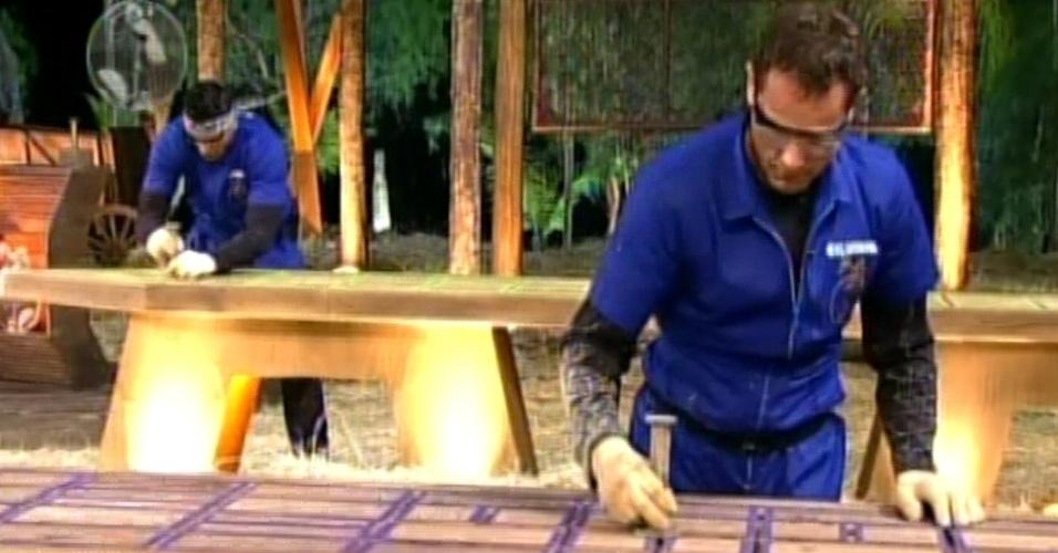 """Sylvinho Blau-Blau tenta completar labirinto em prova de """"A Fazenda 5"""" (3/6/12)"""