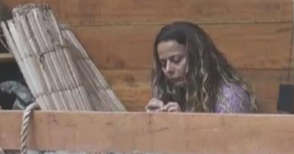 A dançarina de bateria Viviane Araújo se prepara para dormir (3/6/12)