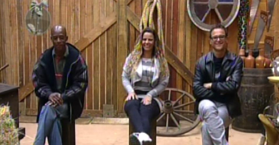 Lui Mendes, Viviane Araújo e Sylvinho Blau-Blau  são avisados por Britto Jr. que os peões da sede votarão em um dos três para a roça (5/3/12)