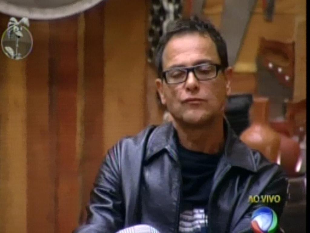 Sylvinho Blau-Blau, que está no celeiro, ouve votos dos peões da sede (5/6/12)