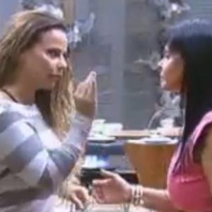 """Gretchen diz para Viviane que pensa em desistir de""""A Fazenda 5"""""""