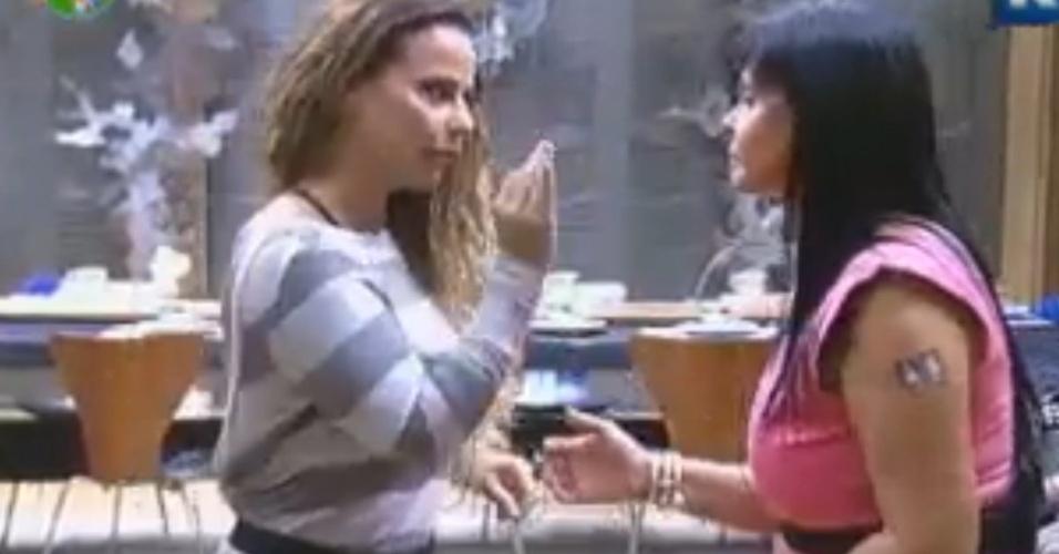 Gretchen diz para Viviane que pensa em desistir de