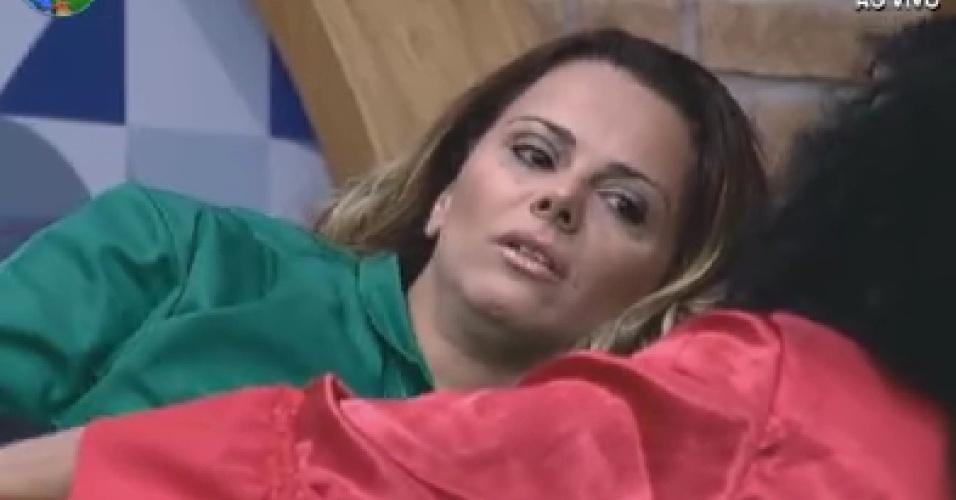 Viviane Araújo fala sobre descuidos de Nicole Bahls com Simone Sampaio e Gretchen (6/6/12)