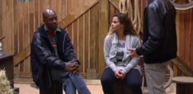 """Lui Mendes e Viviane Araújo estão na primeira roça de """"A Fazenda 5"""" (5/6/12)"""