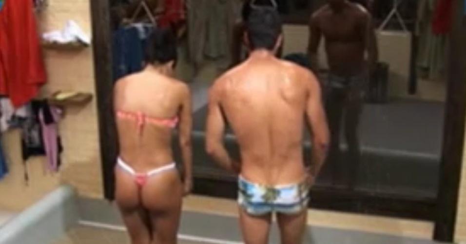 Shayene Cesário de Diego Pombo tomam banho de água fria por causa de punição (7/6/12)