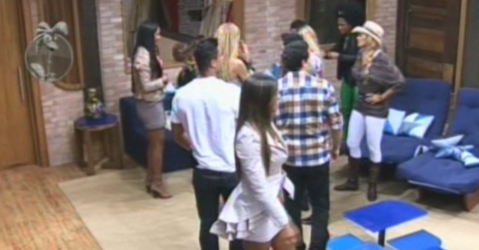 Nicole Bahls se retira da sala ao ver que Viviane Araújo venceu a roça contra Lui Mendes (8/6/12)
