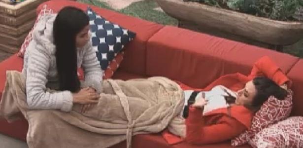 Shayene Cesário aconselha Nicole Bahls na varanda (7/6/12)