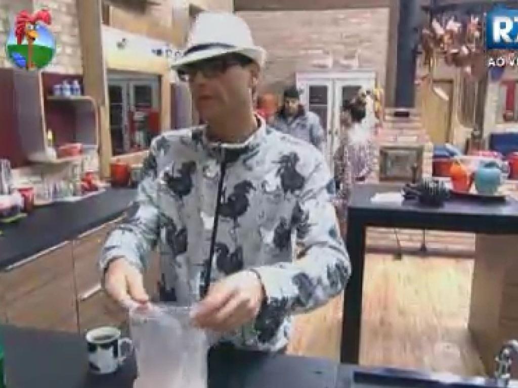 Sylvinho Blau Blau conversa com Viviane Araújo sobre Lui Mendes na cozinha (7/6/12)