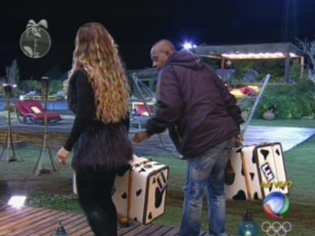 Viviane Araújo e Lui Mendes levam suas malas para o campo de eliminação de