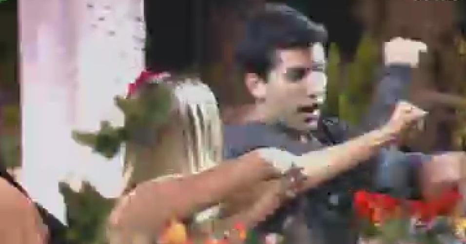 O baiano Diego Pombo dança axé na festa desta sexta-feira (8/6/12)