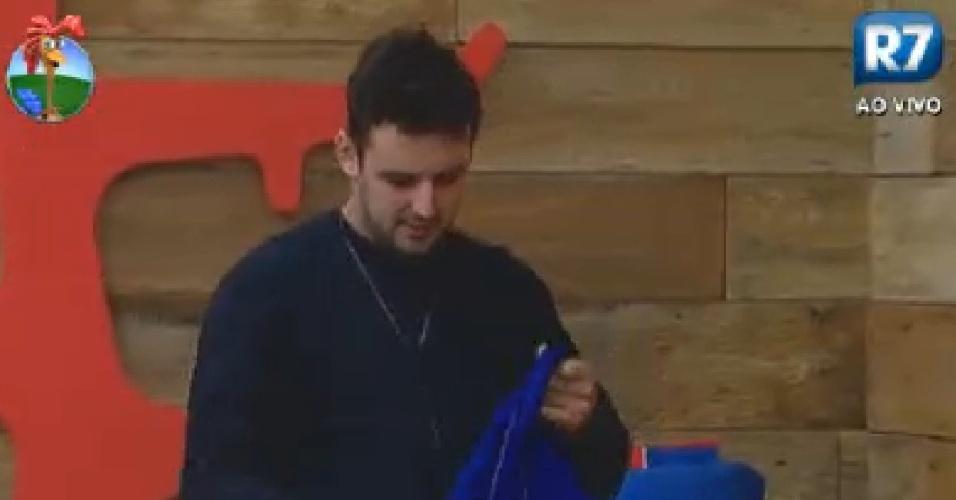 Rodrigo Capella veste macacão azul para disputar prova neste sábado (9/6/12)