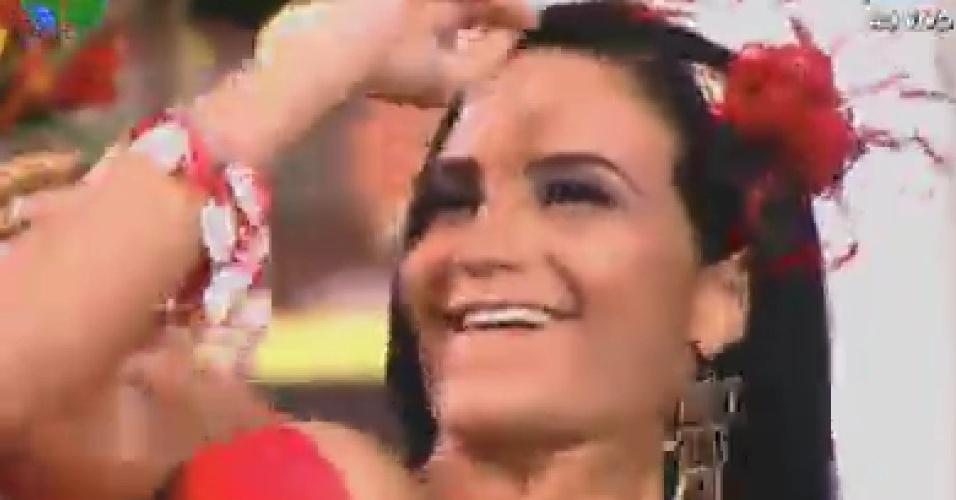 Shayene Cesário esbanja beleza na segunda festa do reality (8/6/12)