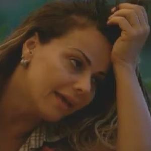Viviane Araújo conta para Gretchen que pretende indicar Nicole Bahls para a roça (9/6/12)