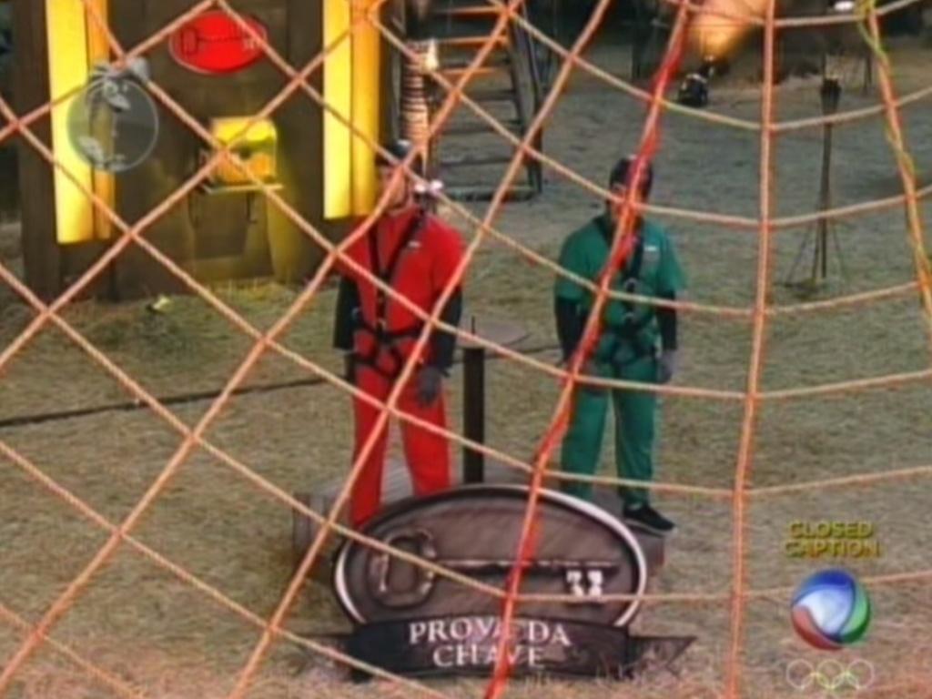 Diego Pombo (vermelho) e Felipe Folgosi (verde) se aprontam para realizar prova que vale poder secreto (10/6/12)