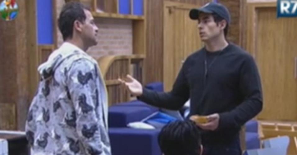 Felipe Folgosi sugere que peões façam votação para decidir quem cuidará da cozinha (10/6/12)