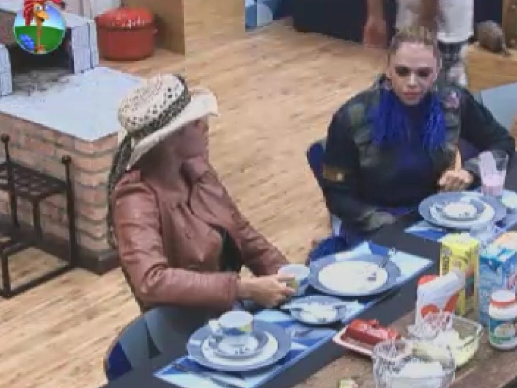 Léo Áquilla e Ângela Bismarchi tomam café da manhã neste domingo (10)
