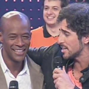 """O ex-peão Lui Mendes é recebido por Marcos Mion no programa """"Legendários"""" (9/6/12)"""
