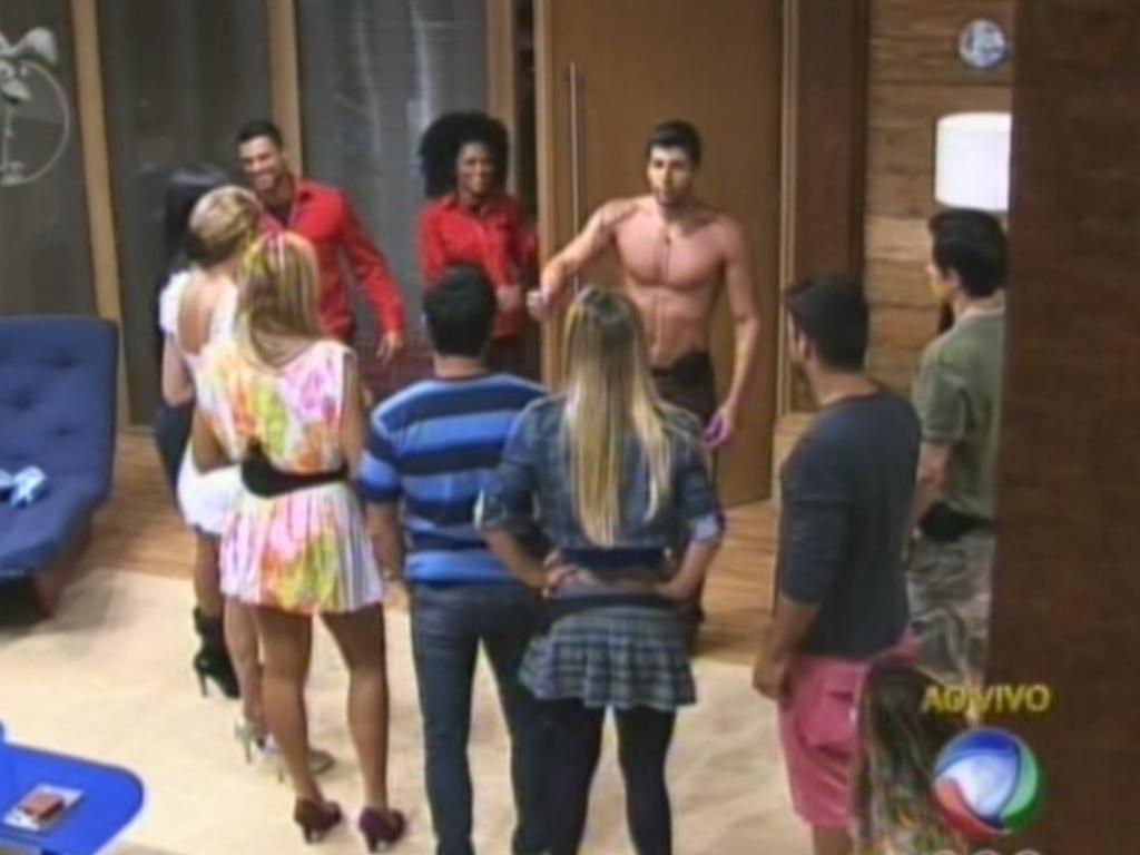 Diego Pombo avisa os peões da sede que é o novo fazendeiro do reality (13/6/12)