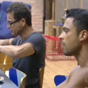 Gustavo Salyer e Sylvinho Blau Blau voltaram a discutir nesta quarta-feira (13/6/12)
