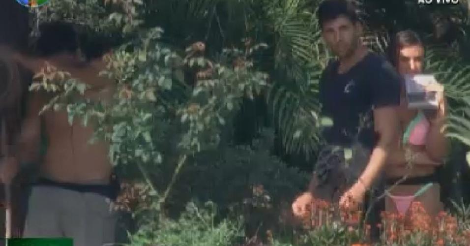 Nicole Bahls reclama de atividade para Diego Pombo (14/6/12)