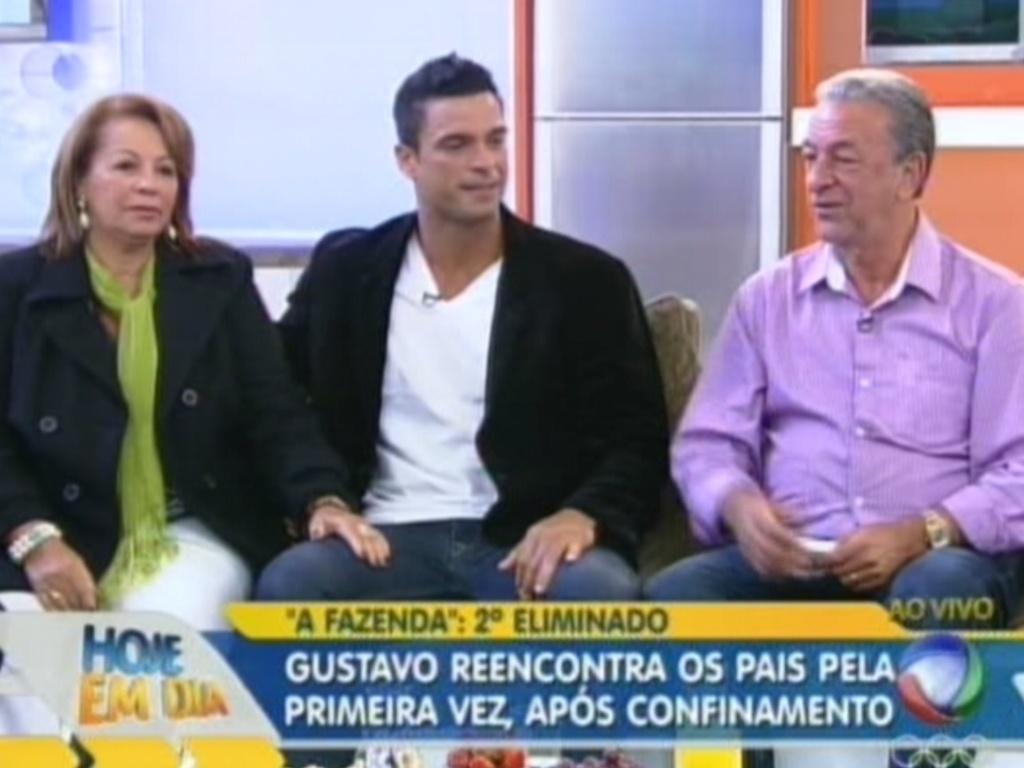 Gustavo Salyer encontra os pais no programa